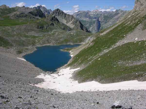 Il Lago Apzoi salendo al Colle di Enchiausa