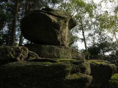 Dolmen naturale salendo al Colle di Liretta