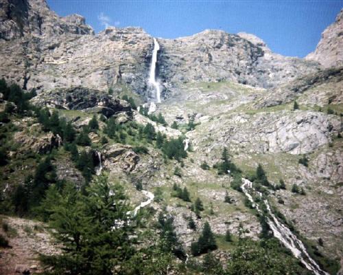 Le cascate viste dal campeggio