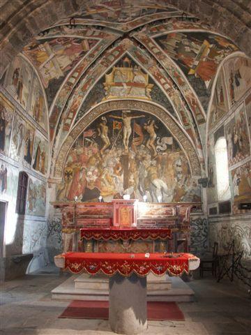 Gli affreschi interni